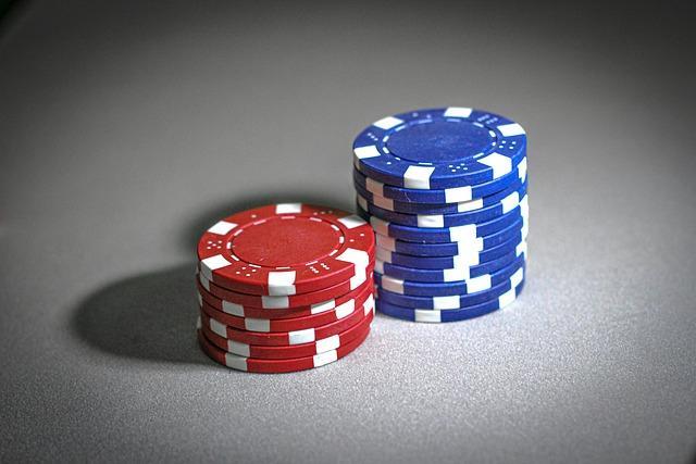 Pelaa pokeria juhlimisen ohessa